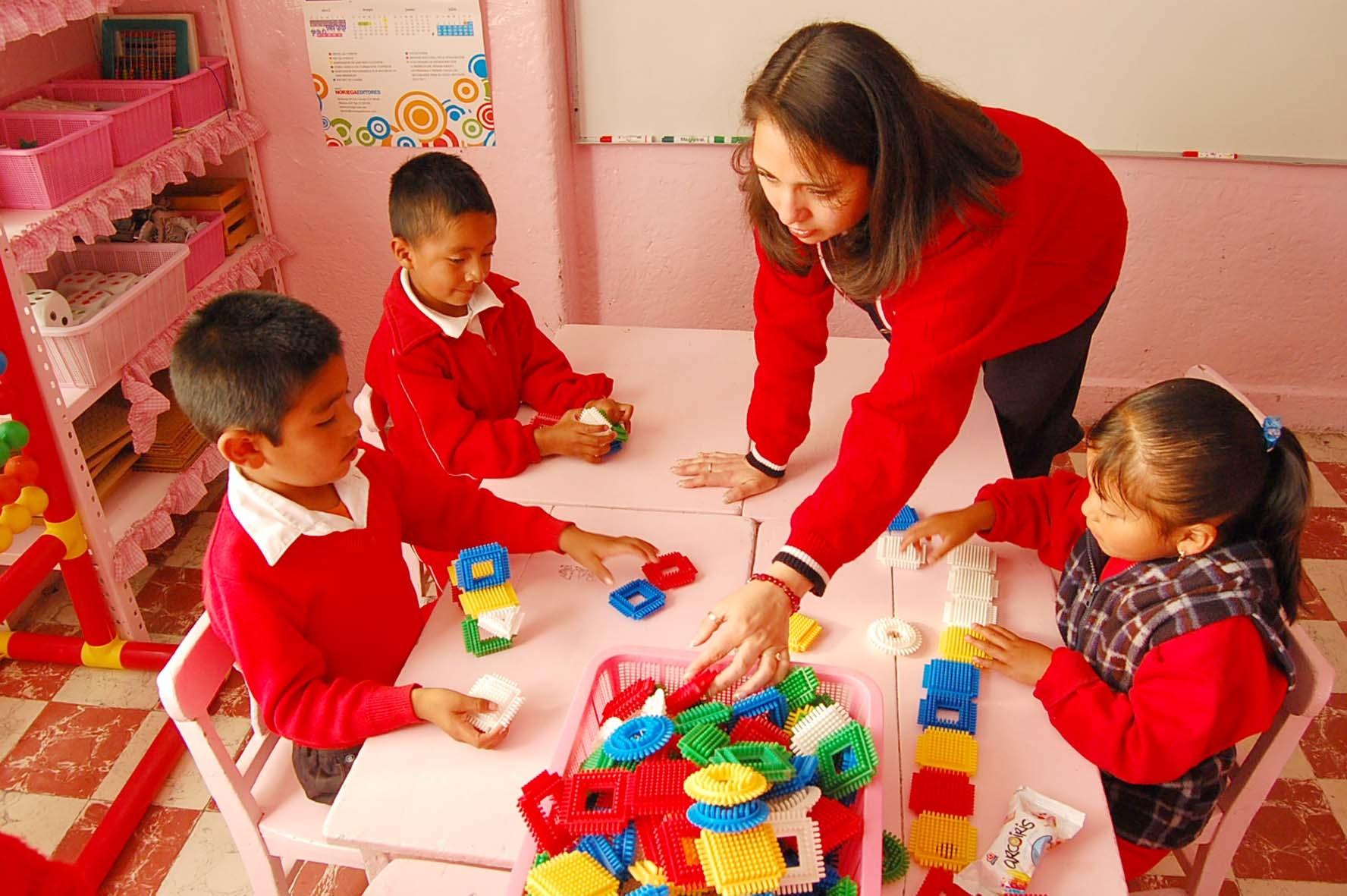 Imagenes Con La Maestra De Ninos Preescolares