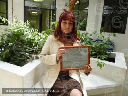 Investigadora de la UAEH recibe reconocimiento Dr