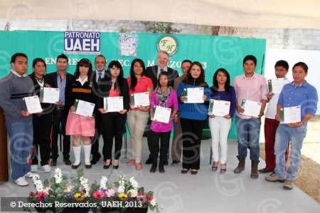Otorga Fundación Hidalguense más de 100 mil pesos en becas para estudios de inglés y alemán