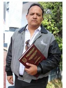 profesor ganador de tesis