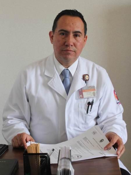 cirujano maxilofacial Eduardo Varela Ibáñez, en el hospital del niño