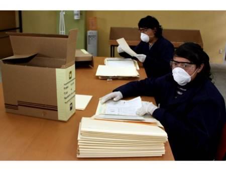 Especialistas colaboran con Archivo General en la preservación de documentos