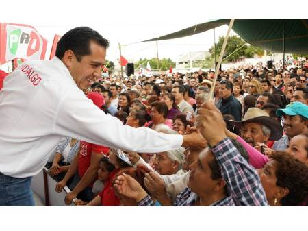 Ricardo Crespo mantiene contacto permanente con la estructura priista de Hidalgo