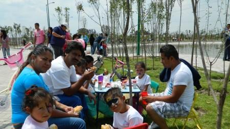 Celebran en grande día de la familia con fiesta de carnaval