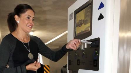 Inauguran equipo de cobro automatizado del estacionamiento del Reloj3