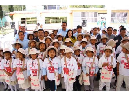 Niñas y niños del municipio de Chilcuautla reciben credenciales de Cazador@s de Saberes2