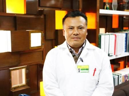 Médico del IMSS realiza compleja cirugía para extirpar cálculos en paciente joven