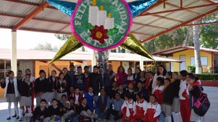 con-pinata-gigante-inician-festejos-navidenos-3