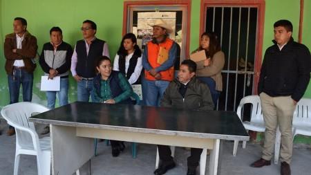 América Juárez se reúne con habitantes de El Puerto Lázaro Cárdenas 1.jpg