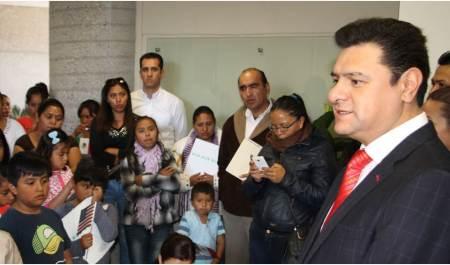 entregan-30-actas-de-doble-nacionalidad-para-hijos-de-migrantes-de-11-municipios