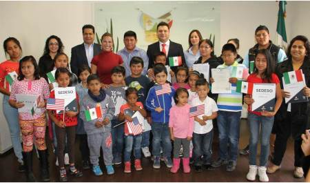entregan-30-actas-de-doble-nacionalidad-para-hijos-de-migrantes-de-11-municipios2