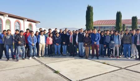 Estudiante la UPIIH visitan instalaciones del CEAR.jpg