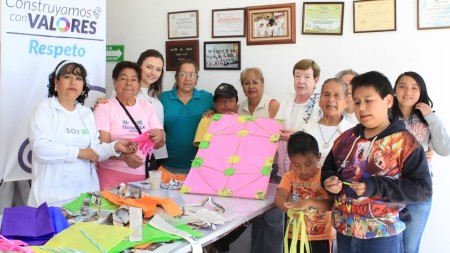 ninos-y-adultos-mayores-formaron-parte-de-taller-de-papalotes