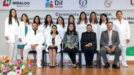 se-graduan-medicos-especialistas-en-el-hospital-del-nino-dif3