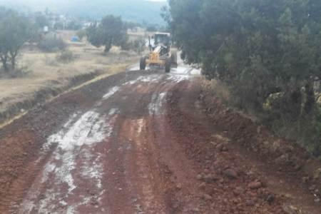 trabaja-la-sopot-en-la-pavimentacion-asfaltica-de-camino-los-romeros-santiago