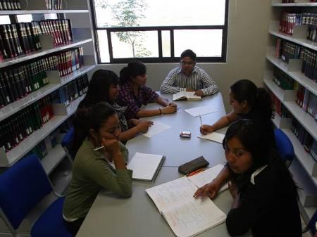 Acerca UAEH licenciaturas a la región de Zimapán2