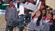 Alrededor de mil personas visitan museo de radio y tv en Apan5