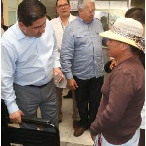 Atiende secretario de salud peticiones de pacientes y usuarios del Hospital y Centro de Salud en Huichapan2
