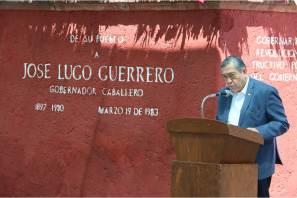 Autoridades encabezadas por el secretario general Simón Vargas rinden homenaje a exgobernador José Lugo Guerrero