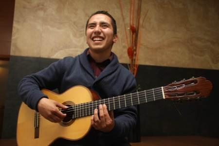 Impulsan estudiantes del IDA espacios para jóvenes guitarristas