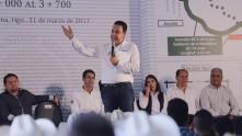 Inaugura Omar Fayad obras importantes para habitantes de la Misión y Jacala8