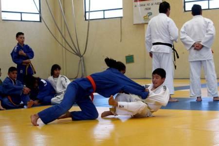 Judokas hidalguenses y de Jalisco realizan campamento en el CEAR2