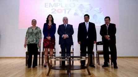 Ofrecen vacantes 90 empresas en Feria del Empleo UAEH3