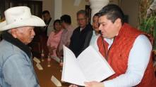 Se entregan escrituras a familias de Tasquillo4