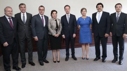 Yoli Tellería participó en foro de ciudades inteligentes1