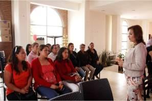 Capacitan a personal de centros asistenciales en manejo higiénico y preparación de alimentos en Mineral de la Reforma