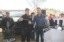 Entregan equipamiento a fuerzas de seguridad de Cuautepec4