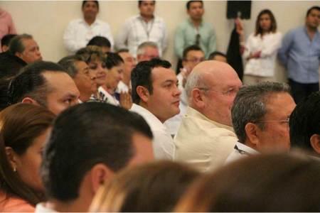 Ernesto Vaca compartió en Campeche, el uso conveniente del 911