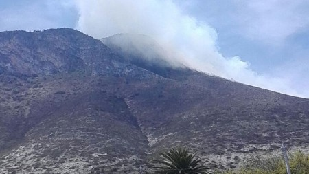Incendio provoca movilización entre vecinos y autoridades del municipio de San Salvador