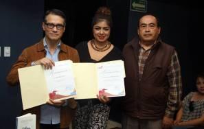 Presenta su nueva obra el poeta Rodolfo Naró en ICSHu 1