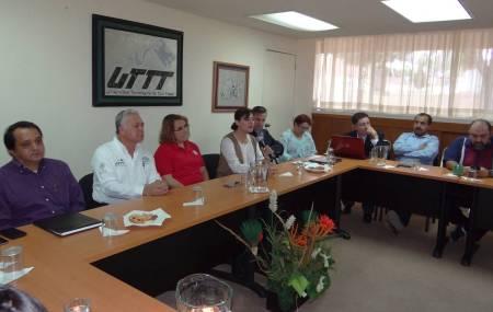 Presentación de programas de apoyo empresarial en la UTTT1.jpg