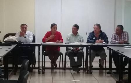 Presidenta municipal de San Salvador y vecinos asisten a la subsecretaria de salud de Hidalgo1