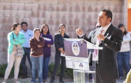Raúl Camacho entrega patrulla del programa Municipio Seguro a vecinos de Hacienda Margarita3