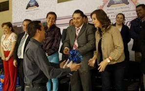 Alcalde de Mineral de la Reforma celebra a los maestros3