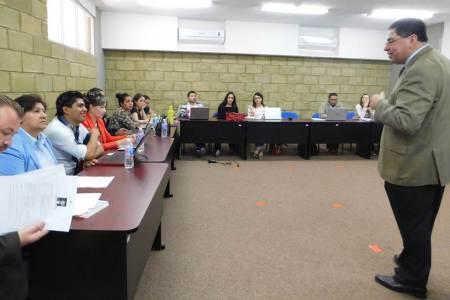 Capacita investigador chileno a alumnos de UAEH2