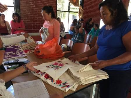 Con apoyo de Sedeso artesanas y artesanos colocan piezas en tiendas Fonart