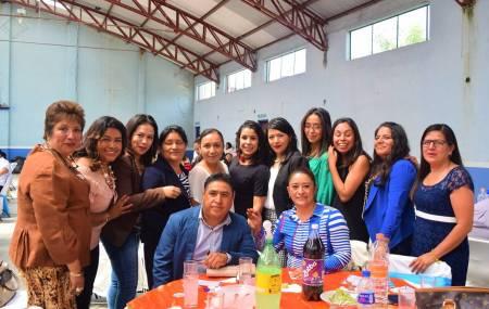Con gran fiesta celebran el Día del Maestro en el municipio de San Salvador1