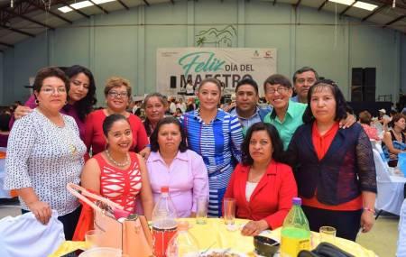 Con gran fiesta celebran el Día del Maestro en el municipio de San Salvador2