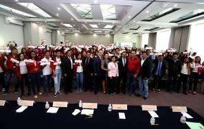 Entrega rector de la UAEH 150 becas Bachillerato1