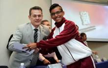 Entrega UAEH becas a alumnos para evitar el abandono escolar5