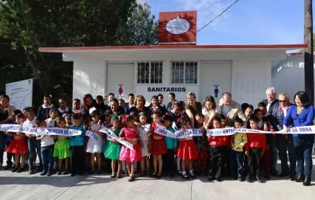 Entrega Yolanda Tellería obra sanitaria en plantel educativo de La Raza2