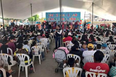 Ernesto Vázquez entrega de obsequios a niños de los municipios del Distrito VIII, cabecera Actopan2