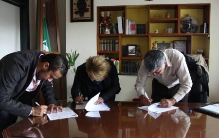 Gabriel García Rojas firma importantes convenios de colaboración 2.jpg