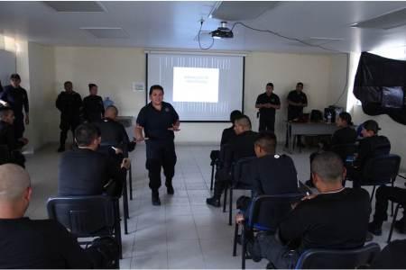 Grupo especial de género de policía estatal brinda taller a cadetes
