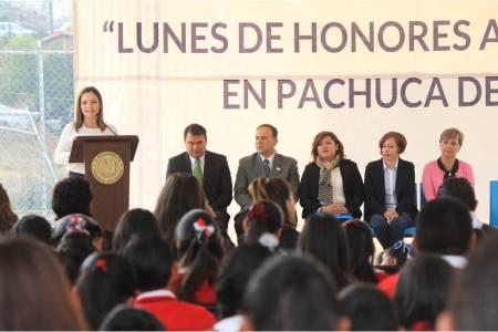 Paola Ludlow participa en lunes cívico en la Primaria Josefa Ortiz de Domínguez2.jpg