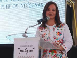Se presenta el libro Pulque, que expone la importancia del maguey y la bebida entre las comunidades indígenas